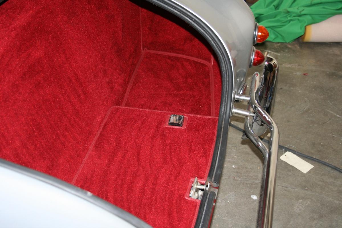 si ges moquette au sol tableau de bord en cuir sur une ac cobra sellerie depuis 1952 en. Black Bedroom Furniture Sets. Home Design Ideas